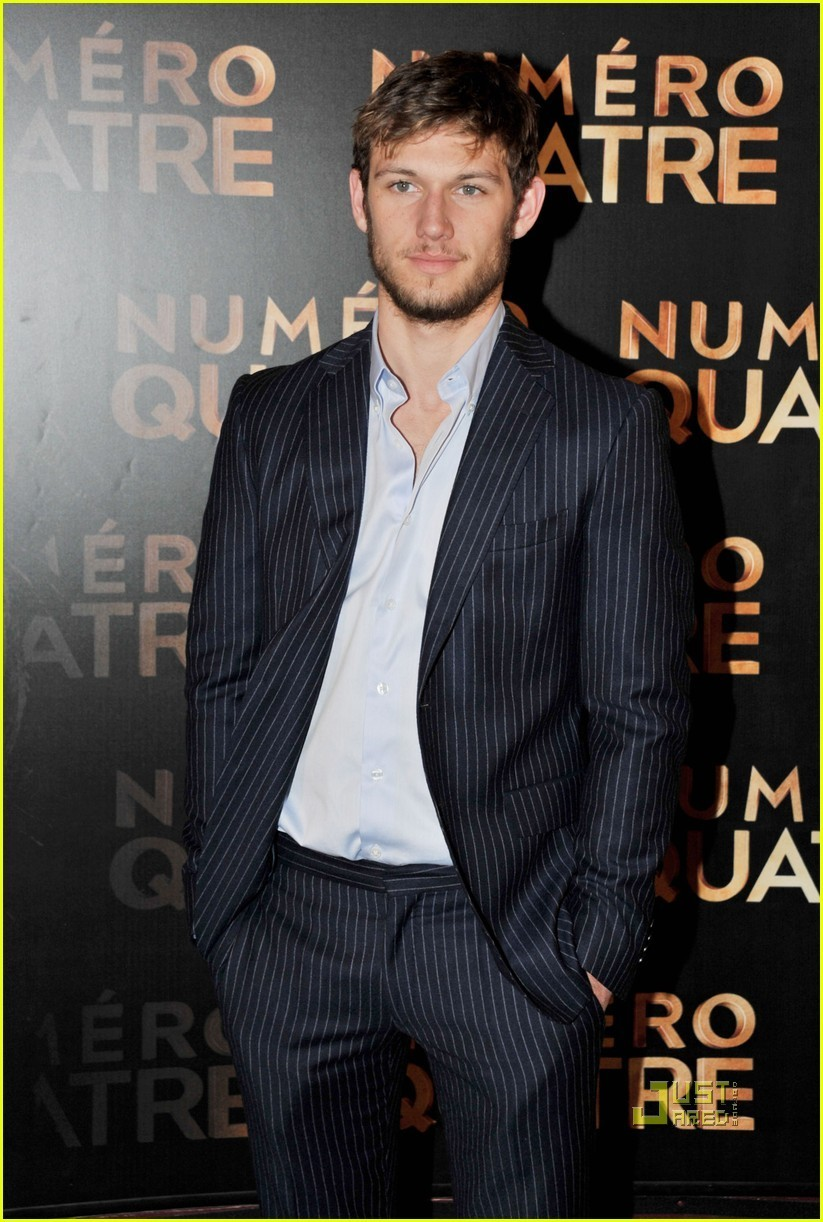 Pedido de Parceiro/a de Quarto - Página 3 Alex-Pettyfer-I-Am-Number-Four-Paris-Premiere-with-Teresa-Palmer-alex-pettyfer-20108566-823-1222