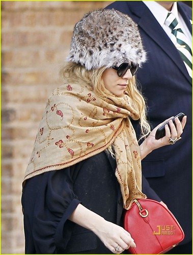 Ashley Olsen: Leopard Print Hat & Printed Scarf!
