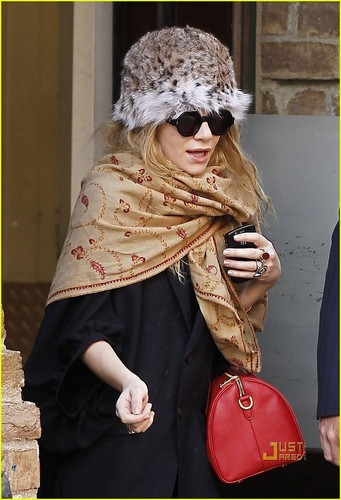Ashley Olsen: Leopard Print Hat & Printed Scarf!