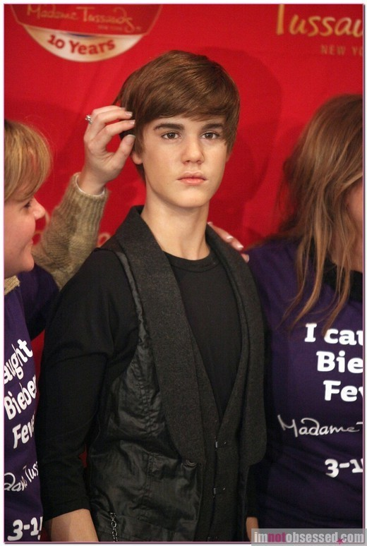 justin bieber new hair 2011 march. JUSTIN BIEBER NEW HAIRCUT 2011