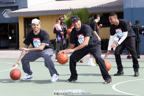 Chris Brown playing B-ball!