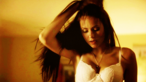 Weibliche TV-Figuren Hintergrund probably with attractiveness, a portrait, and skin entitled Elena Gilbert <3