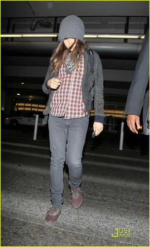Ellen Page Lands In Los Angeles