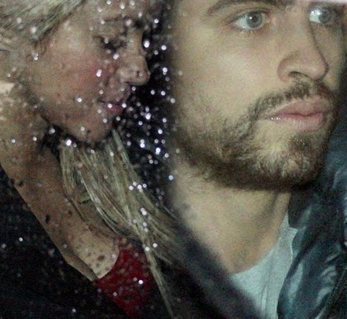 Gerard and Shakira: upendo in rain !!