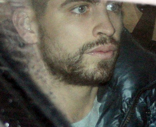 Gerard and Shakira: 爱情 in rain !!