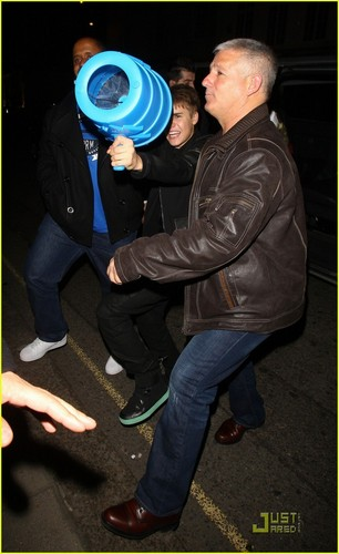 Justin Bieber & Willow Smith: Night Out in London!