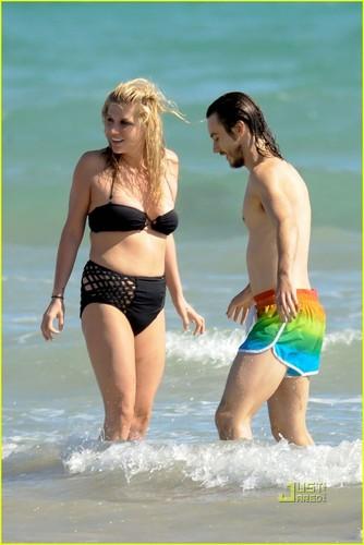 Ke$ha: Bikini Babe in Australia!