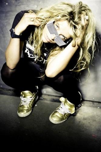 Ke$ha پیپر وال possibly with a hip boot entitled Ke$ha:x:x:x