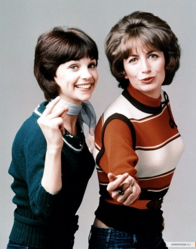 Laverne & Shirley wallpaper possibly with a legging and a portrait titled Laverne and Shirley