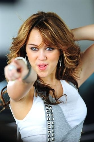 Miley cyrus fly on the muro video!