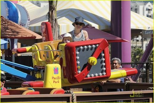 Naomi Watts & Liev Schreiber: Family Fun at the Pier!