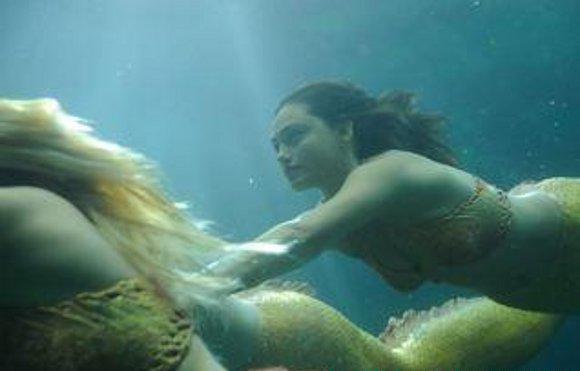 Молодежь занимается сексом в воде видео онлайн173