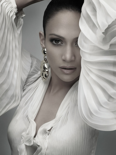 Jennifer Lopez wallpaper possibly containing a portrait titled como ama una mujer photoshoot
