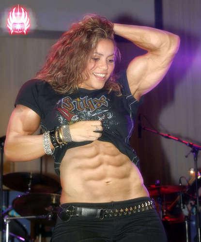 shakira muscles...