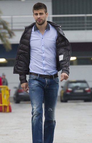 slim Piqué and his long legs
