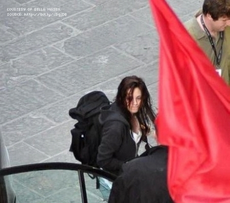 2 New/Old foto of Kristen on the set of New Moon