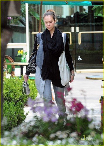 Jessica Alba: Early Morning Meeting