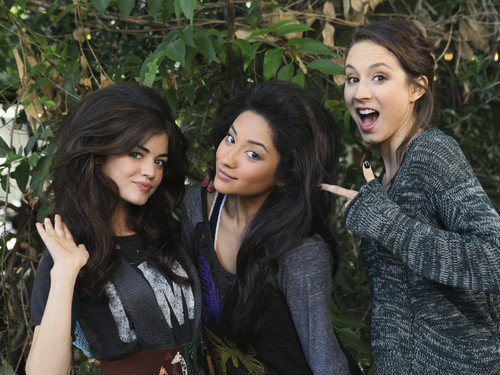 Lucy Hale&the PLL Cast