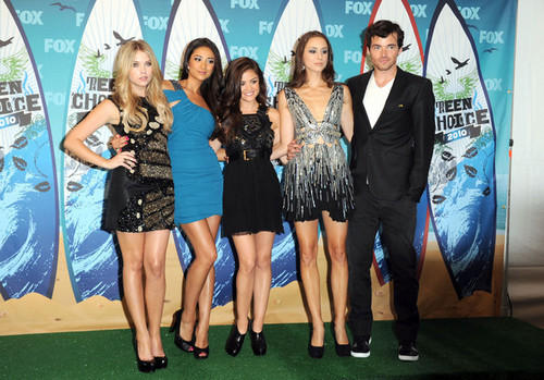 Lucy&the PLL Cast