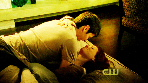 Nathan Scott 壁纸 probably containing a bouquet called Nathan <3