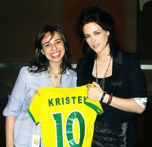 Kristen Stewart  on Kristen Stewart New Old Photos Of Kristen Stewart With Her Fans