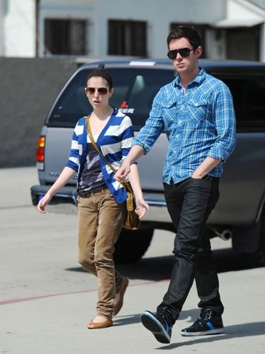 New 照片 of Anna Kendrick with her friend in LA!