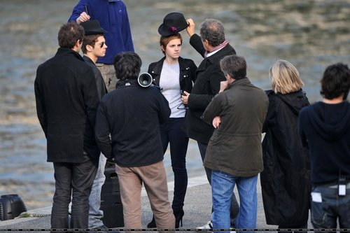 New photos of Emma on the set
