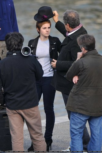 New foto of Emma on the set