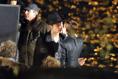 On the Set (Night) - March 16, 2011
