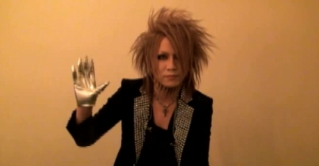 The Gazette achtergrond possibly with a well dressed person and a portrait called Ruki