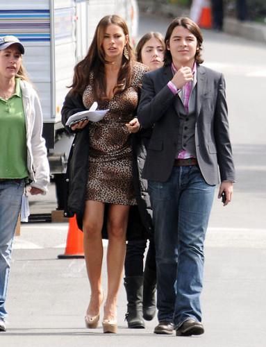 Sofia on the set of 'Modern Family' 17-3-11
