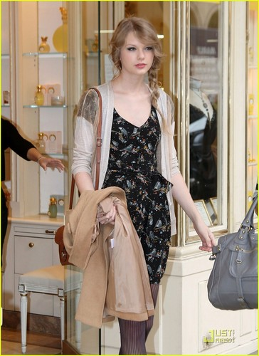 Taylor Swift: Galeries Lafayette Lady