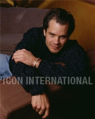 Timothy Olyphant پیپر وال possibly containing a well dressed person and an outerwear called Timothy Olyphant