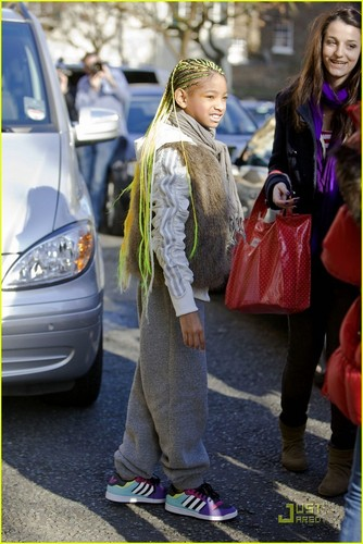 Willow Smith: Neon Braids in London!