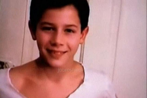 Young nick jonas!