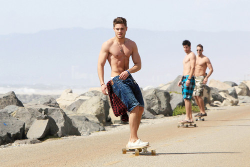 Zac skateboarding - zac-efron Photo
