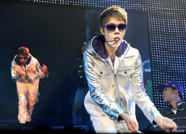justin bieber in concert one less lonely girl. justin bieber one less lonely