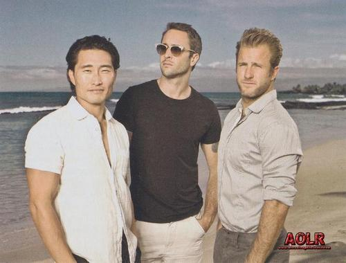 Alex O'Loughlin wallpaper titled Alex - Watch! (US) Magazine - April 2011