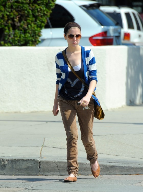 Anna Kendrick Grabbing Lunch In LA!