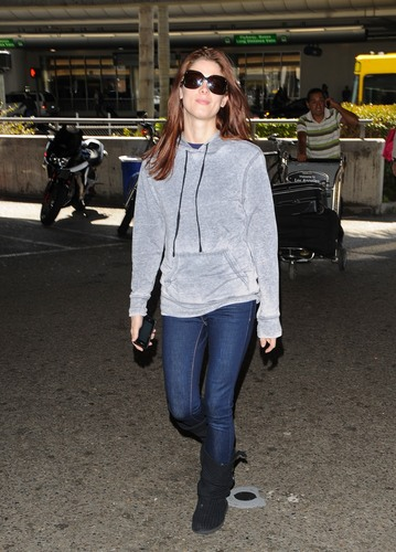 Ashley Arriving into LAX from NYC - March 22nd, 2011