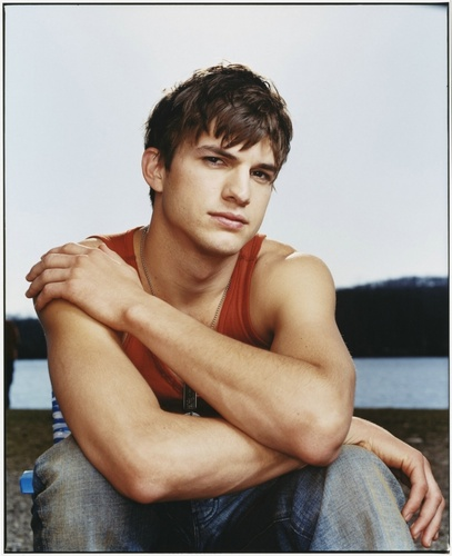 Ashton Kutcher wallpaper containing skin titled Ashton Kutcher