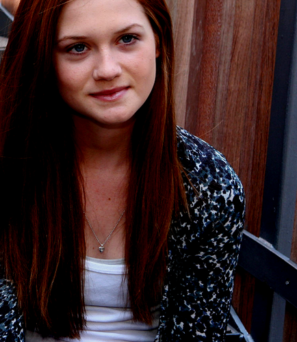 Bonnie Wright wallpaper possibly containing a portrait entitled Bonnie♥