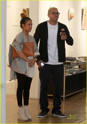 Chris Brown: Gallery Gazing with Karrueche Tran! - chris-brown Photo