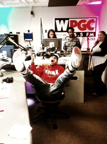 Chris Brown goofing off,LOL!