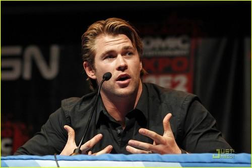 Chris Hemsworth: Chicago Comic & Entertainment Expo Q&A!