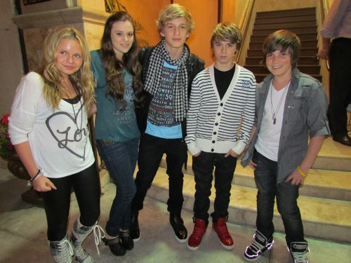 Dinner w/ Christian & Caitlin Beadles, Jordan Jansen, & Alli - cody-simpson Photo