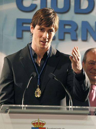 "Fernando received ""The Gold Medal"" of Fuenlabrada"