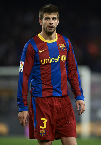 Gerard Piqué wallpaper possibly containing a forward titled G. Pique (Barcelona - Getafe)