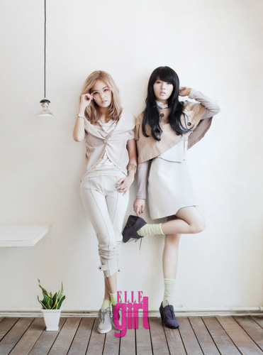 Gayoon & キム・ヒョナ For Elle Girl 2011