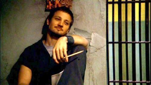 Jeremy Renner wallpaper containing a holding cell, a penal institution, and a jail entitled Jeremy <3